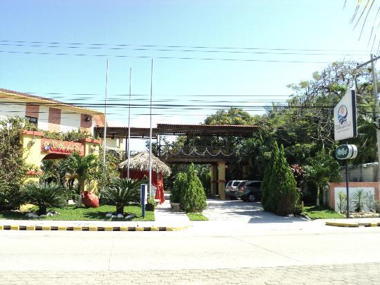 Villa del Sol Hotel y Restaurante: Vista frontal del hotel