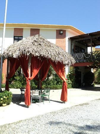 Villa del Sol Hotel y Restaurante: Palapa con vista al mar