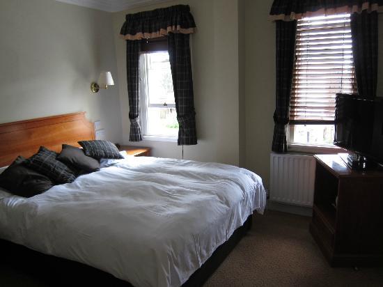 Mandolay Hotel & Conference Centre: Bedroom