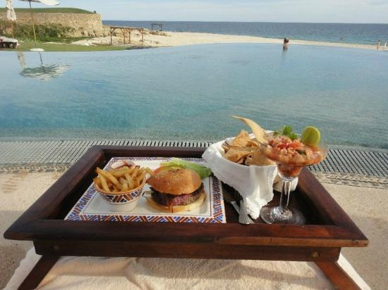 Las Ventanas al Paraiso, A Rosewood Resort: almoço na piscina