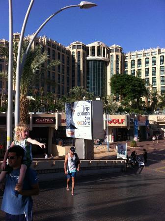 Queen of Sheba Eilat: Das Hilton von der Flaniermeile aus