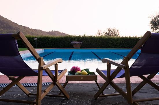 Borgo I Vicelli Country Relais : in piscina a Borgo I Vicelli