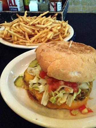 Mozie's Bar & Grill: Awesome burger and skinny fries