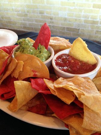 Mozies Bar & Grill: Salsa was sooo good, chips tasted homemade