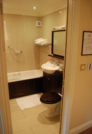 Baileys Hotel Cashel: Bathroom