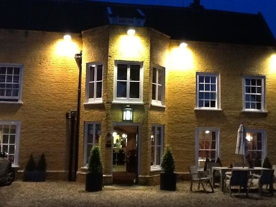Fritton Arms HOTEL: front of the hotel