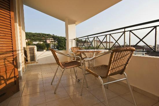 ‪‪Razis Apartments‬: Balcony with panoramic views of Tsilivi and beyond‬