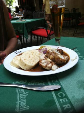Restaurace U Labuti: beef goulash