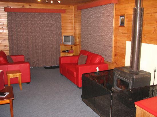 Derwent Bridge Chalets & Studios: Rufus Lounge