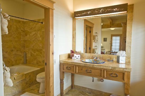 Don Gaspar Inn: The lovely tiled bathrooms of the Kachina, Santa Fe and Olive have radiant heated floors.