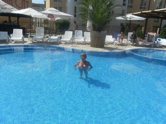 LION Hotel Sunny Beach: Pool area