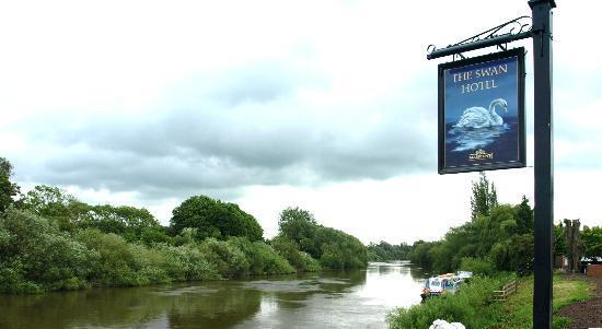 Swan Hotel: Ol' man river...