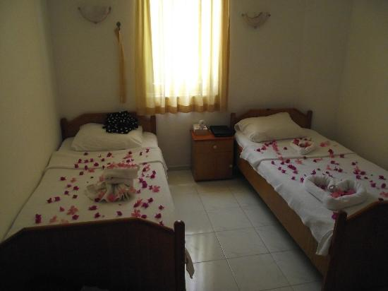Oren Apart Hotel: separate bedroom