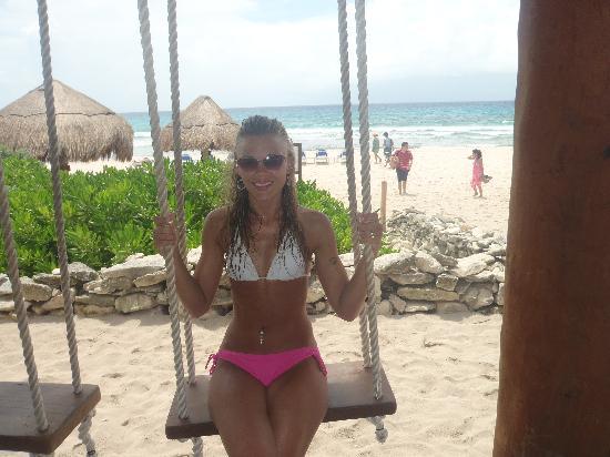 Valentin Imperial Riviera Maya: Swing Bar