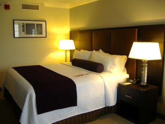 Crowne Plaza, Suffern: My beautiful King room