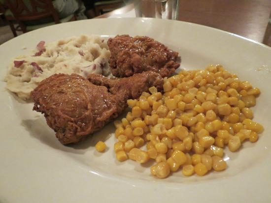 Country Inn & Suites By Carlson, Portland Airport: Fried chicken