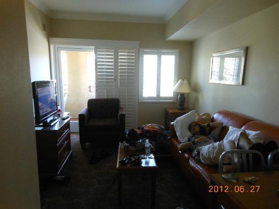 Desert Palms Hotel & Suites: Living Room - Saraha Suite