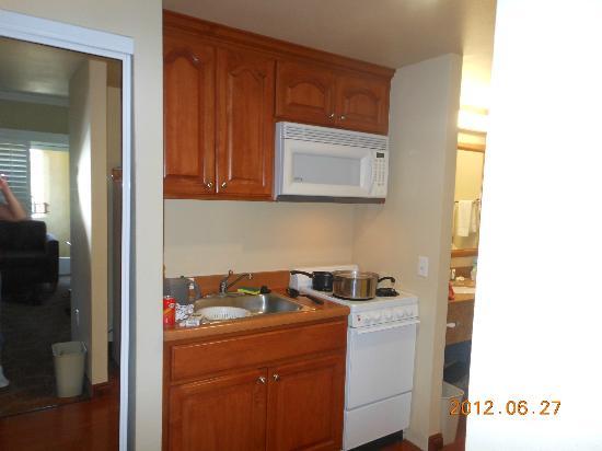Desert Palms Hotel & Suites: Full Kitchen - Saraha Suite