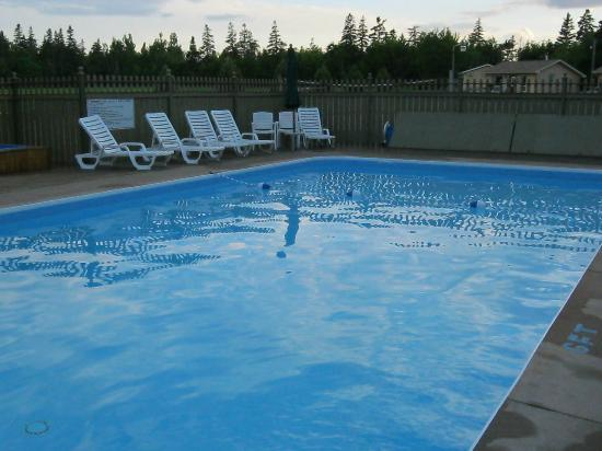 Cavendish Maples Cottages: pool area