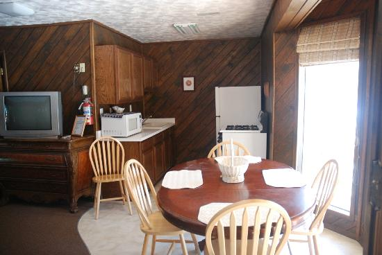 Black Mountain Lodge: kitchen in unit 7