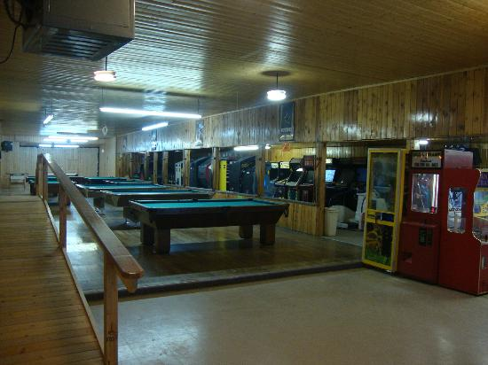 Black Mountain Lodge: Pool Tables in the Playhouse