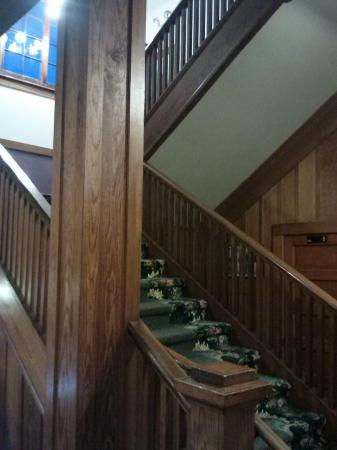 Terrace Inn and 1911 Restaurant: The stairs up to our suite