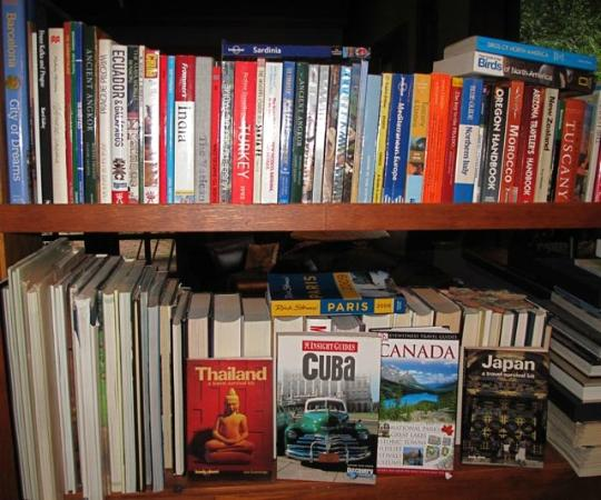 Inn at Clifftop Lane: Our hosts' travel library; they know travelers' needs