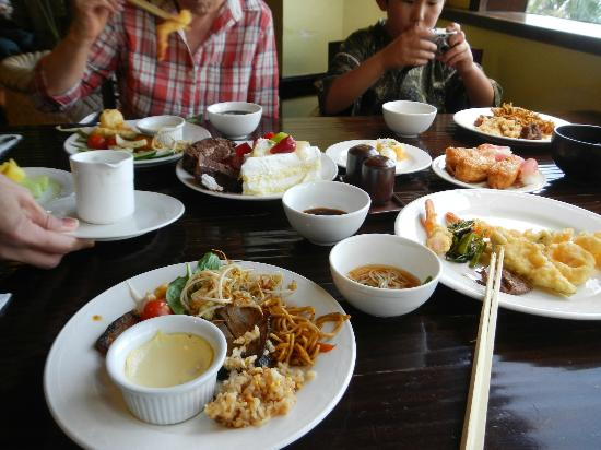 Outrigger Guam Resort: パームカフェランチ