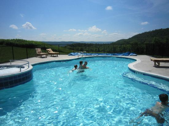 August Lodge Cooperstown: Lovely pool, glorious views