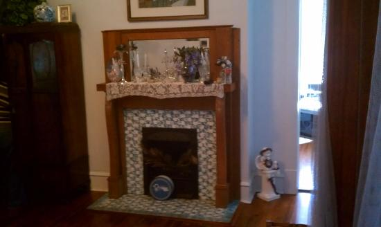Herron House Bed and Breakfast : Master Bedroom Fireplace