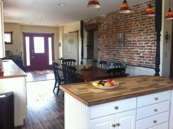 Presidio Pines Bed and Breakfast: amazing kitchen!