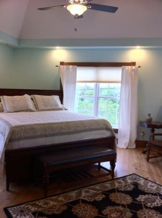 Presidio Pines Bed and Breakfast : La Jolla suite