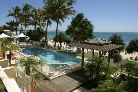 Netanya Noosa Resort: Beachfront Heated Swimming Pool