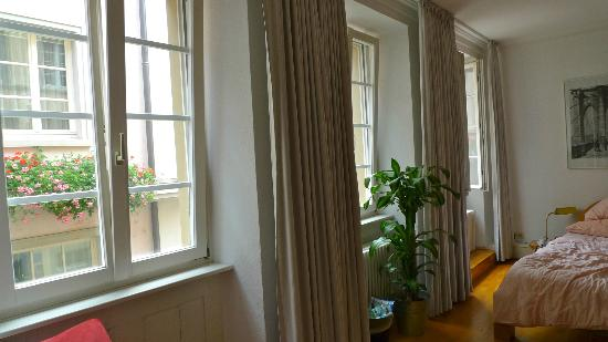 Hotel Goldener Falke: A light & airy room with pleasant view