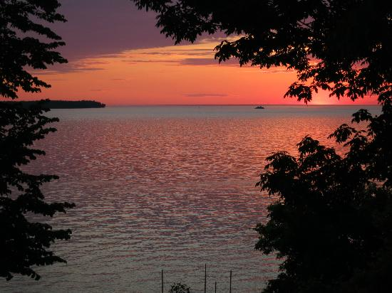 Westwood Shores Waterfront Resort: Sunset
