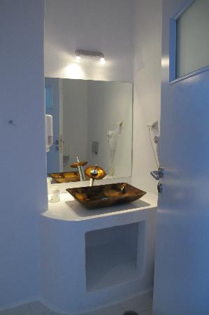 Caldera Villas: Bathroom