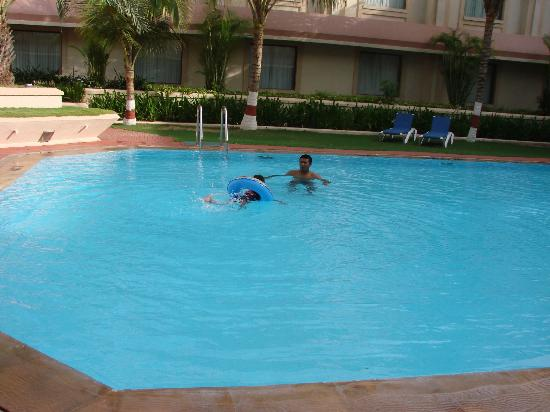 The Gateway Hotel Ummed Ahmedabad: pool