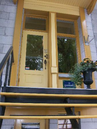 La Conciergerie: Outside the house