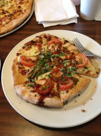 The Loop Pizza Grill : BBQ Chicken pizza