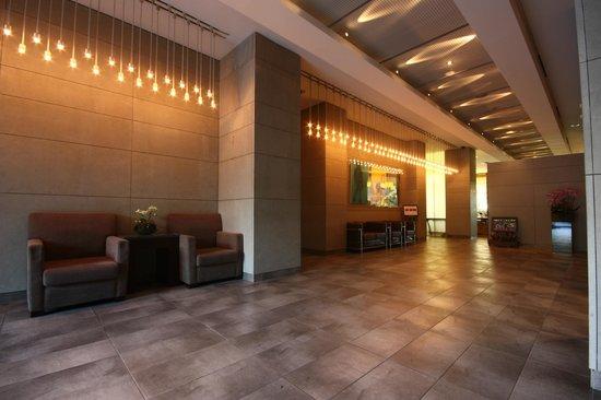 โรงแรมบลูเพิร์ล: lobby
