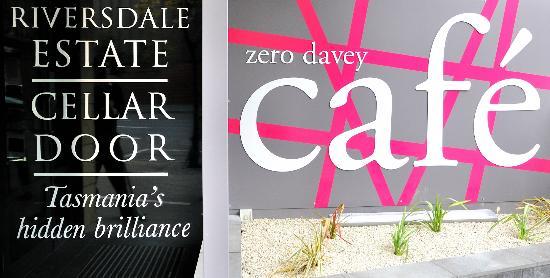 Zero Davey Boutique Apartment Hotel: Zero Davey Cafe show cases Riversdale Estate Wines