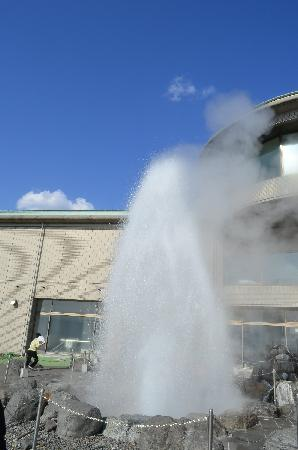 ‪Lake Suwa Geyser Center‬