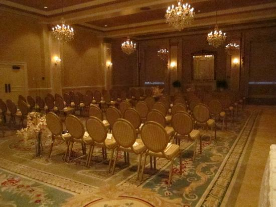 The George Washington a Wyndham Grand Hotel: ceremony setup, the room needed very little decoration