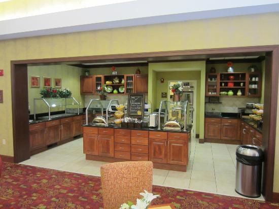 هوموود سويتس ميدفورد: Breakfast area