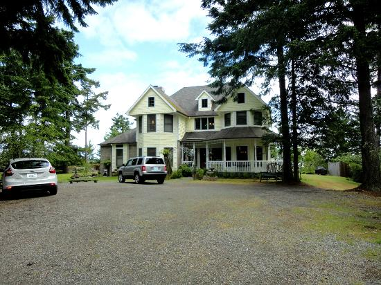 Wildwood Manor Bed and Breakfast: Front of the House