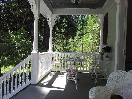 Tin Lizzie Inn : The front porch where you can sit all day if you want and relax