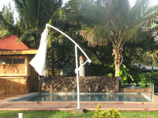 Taha Tai Hotel: Pool area