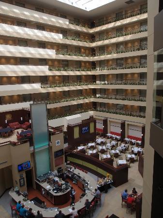 Embassy Suites by Hilton Detroit - Troy/Auburn Hills: Atrium view 1