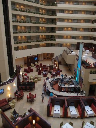 Embassy Suites by Hilton Detroit - Troy/Auburn Hills: Atrium view 2