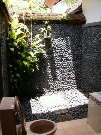 Puri Asri Petulu: Outdoor Shower